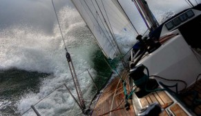 yacht-in-storm