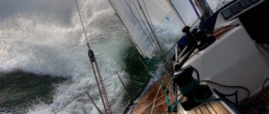 yacht-in-storm-890x378